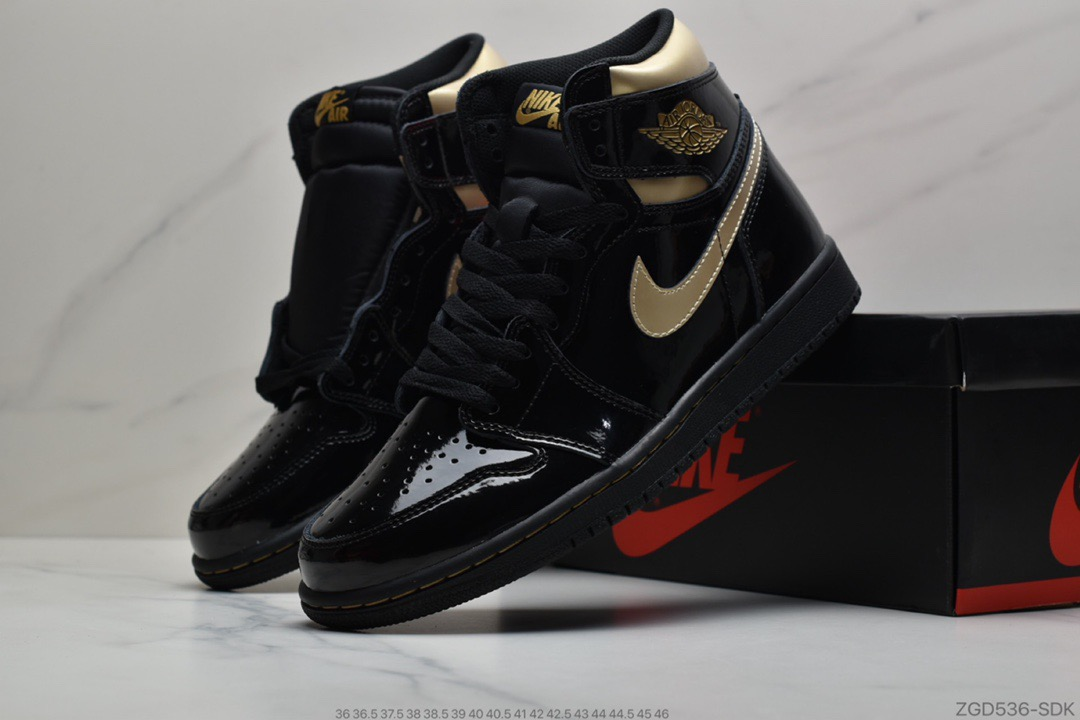 "公司级Air Jordan 1 High OG ""Black/Metallic Gold""黑金系列莆田鞋"